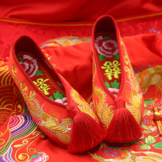 Top 10 Eryuejian Beijing Oldish Rumbai Perempuan Mempelai Wanita Sepatu Pernikahan Sepatu Kain 2017 Rumbai Model Bunga Kaya Insole Online