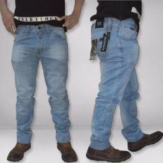 Katalog Fashion Pria Celana Jeans Panjang Fit Regular Warna Biru Muda Terbaru
