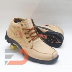 Harley 025 Sepatu Safety Boots Pria - Cream