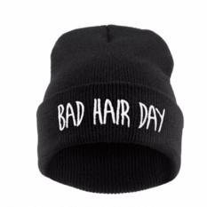 Hequ kupluk musim dingin hangat kayu tebal topi rajut kancing wanita touca aksesoris topi kupluk gaya chic hitam - International