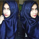 Jual Hijab Square Kerudung Segi Empat Satin Embos Flower Navy Blue Termurah