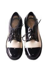 Spesifikasi In Her Shoes Black And White Hitam Putih Lengkap Dengan Harga
