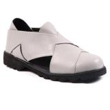 Model In Her Shoes Dakota Abu Abu Terbaru