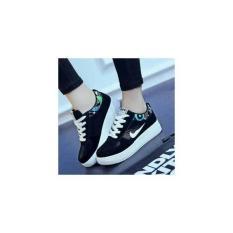 Jual Sepatu Sneaker Wanita Putih-Hitam Murah