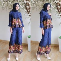 Kembar Stelan Celana Kulot Plus Blouse Motif Bunga Warna Biru