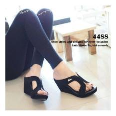 Sandal Wanita Wedges Crocodile Krem Hitam - sandal sepatu wanita terbaruIDR78000. Rp 79.230