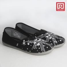 Ramayana - Worldstar - Sepatu slip on pria motif bendera kain kanvas warna hitam kombinasi putih worldstar (07971480)