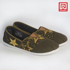 Ramayana - Worldstar - Sepatu slip on pria motif bintang kain kanvas warna hijau kombinasi moka worldstar (07971551)