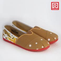 Ramayana - Worldstar - Sepatu slip on pria motif bintang kain kanvas warna moka kombinasi kuning worldstar (07971536)