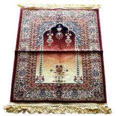 sajadah karpet tebal dan lapisan bawah berbentuk karpet.
