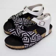 sandal-santai-wanita-keren-pitta-monochrome-1385-59303529-43a810c5c869ee3a635556a2497b1e11-catalog_233 Inilah Harga Sepatu Vans Di Lazada Paling Baru saat ini