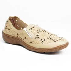 Promo Sandal Wanita Kickers Laser Cream Sepatu Kickers Laser Slip On Sepatu Sandal Kickers Laser Sepatu Wedges Kickers Akhir Tahun