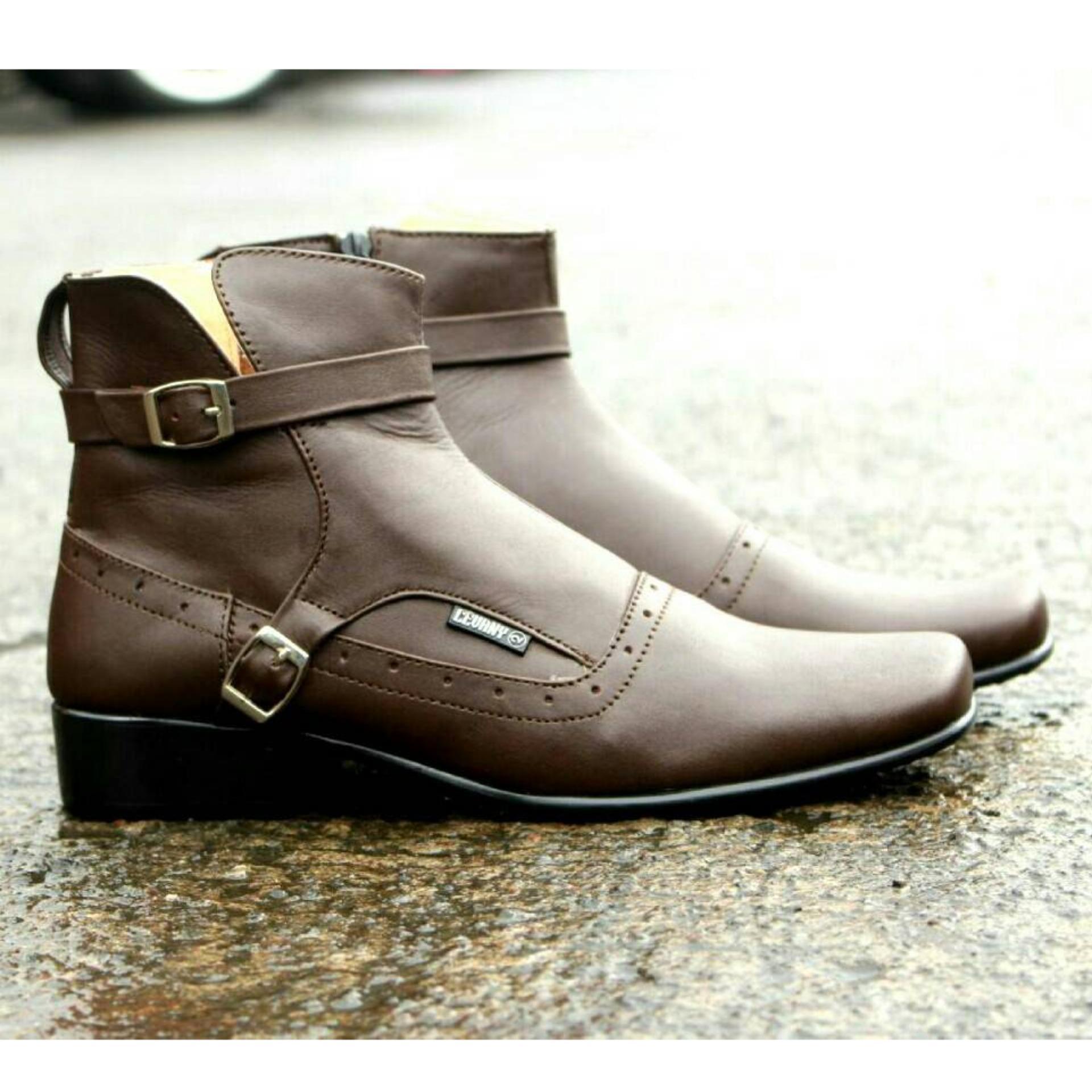 Detail Gambar Sepatu Boots Kulit Asli Terkini Pria Keren - CEVANY PACUAN -  Brown Terbaru 21a1c9ac4a