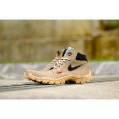 Sepatu boots Safety Pria Hiking Kerja Proyek Tracking outdoor