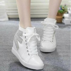 Sepatu Boots Wanita / Boots Korea Wanita Warna Putih Best Quality