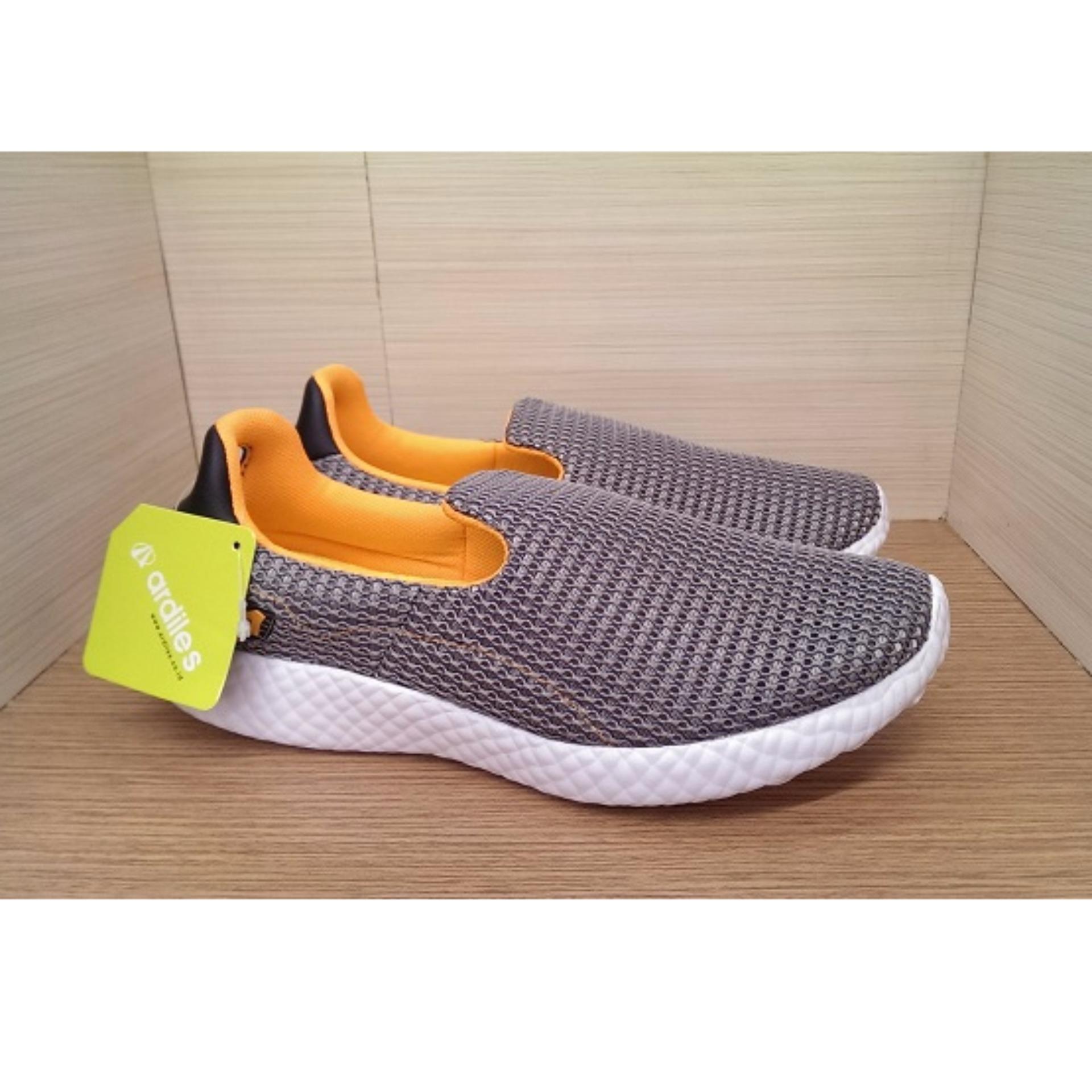 MURAH PROMO Dr. Kevin Sepatu Olahraga Pria Slip On 9307 Abu - Sepatu ... 1a69c7679c