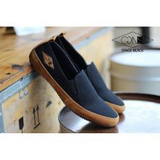 Toko Sepatu Casual Slip On Pria Trendy Gdns Original Kulit Suede Black Best Seller Sepatu Santai Sepatu Jalan Sepatu Sekolah Sepatu Formal Sneaker Slip On Casual Sepatu Kerja Terlengkap Jawa Barat