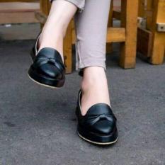 Spek Sepatu Flat Shoes Pita Hitam