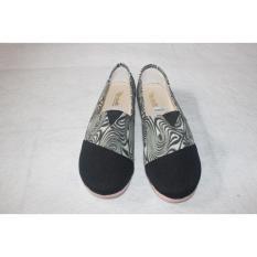 Sepatu flat shoes/slip on toms/wakai batik hitam