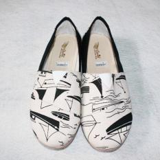 Sepatu flat shoes/slip on toms/wakai motif perahu kombinasi hitam