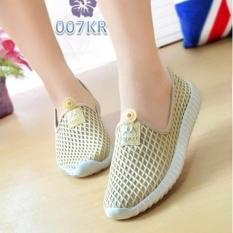 Sepatu Kets Slip On Wanita Jaring Cream Mona Bs Bs Diskon 40