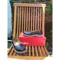 Sepatu Kickers Hitam Wanita Motif Daun