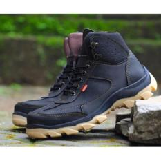 Sepatu Pria Safety Tracking/Gunung Boot Kickers Sued Mercy Ujung Besi (Hitam)