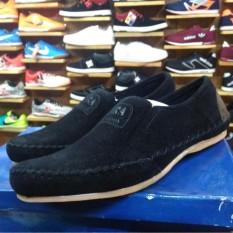 sepatu pria slip on terbaru terbuat dari bahan suede,nyaman dan elegan