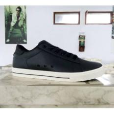 Sepatu Tomkins Founder