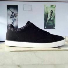 Spesifikasi Sepatu Tomkins Stasis Wanita Multi