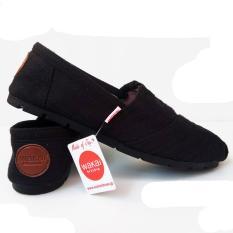 Sepatu unisex sepatu pria sepatu wanita sepatu wakai pria hitam, sepatu wanita wakai slip on loafer sepatu wanita wakai hitam