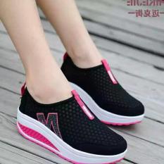 Sepatu Wanita Slip On WW Hitam Cewek Cewe Boots Boot Olahraga Wanita Kets  Sekolah kampus 4950abec62