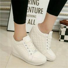 Sepatu Wanita Wedges Boots Pillow Putih