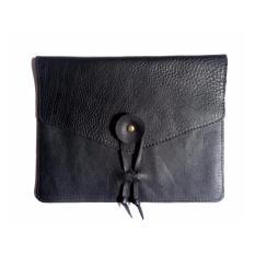Simple Black Piccolo Clutch – Tas Kulit / Tas Wanita / Endek / Tas Tangan / Leather Envelope Clutch / Tas Pesta / Kulit Sapi / Kain Tradisional Bali / Premium / Hitam