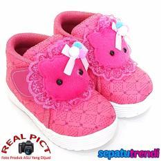 Rp 54.270 TrendiShoes Sepatu Anak Bayi Perempuan Semi Boot Boneka SBNKSW - FuchsiaIDR54270. Rp 54.270