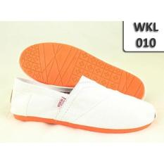 WAKAI CASUAL SOL KARET 010 PUTIH / FLAT SHOES / SLIP ON