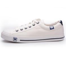 Warrior sepatu pria putih Sepatu kanvas pria Gaya Korea musim panas casual  sepatu sneaker murid sepatu 3e535a3d04