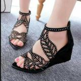 Review Wedges Manik Manik Hitam