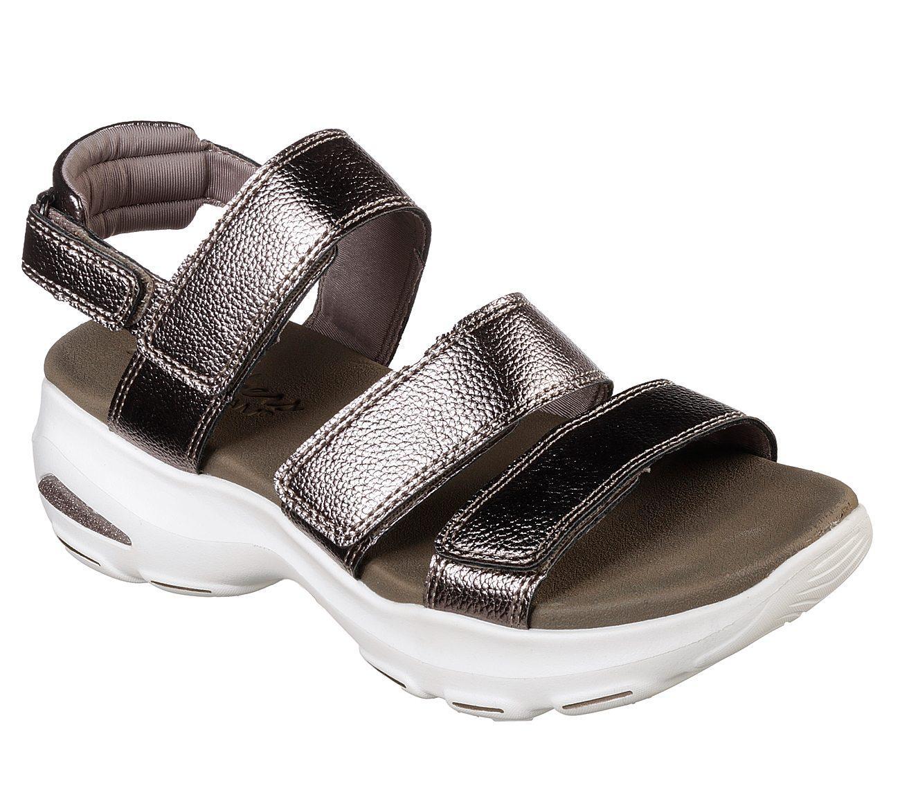 Skechers - D'Lites Ultra - Fab Life Sepatu Kasual Sport Wanita - Cokelat