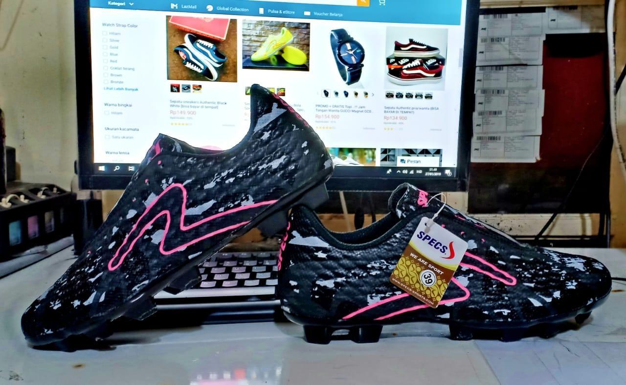 Jual Sepatu Bola Pria Terbaik  4702631b76
