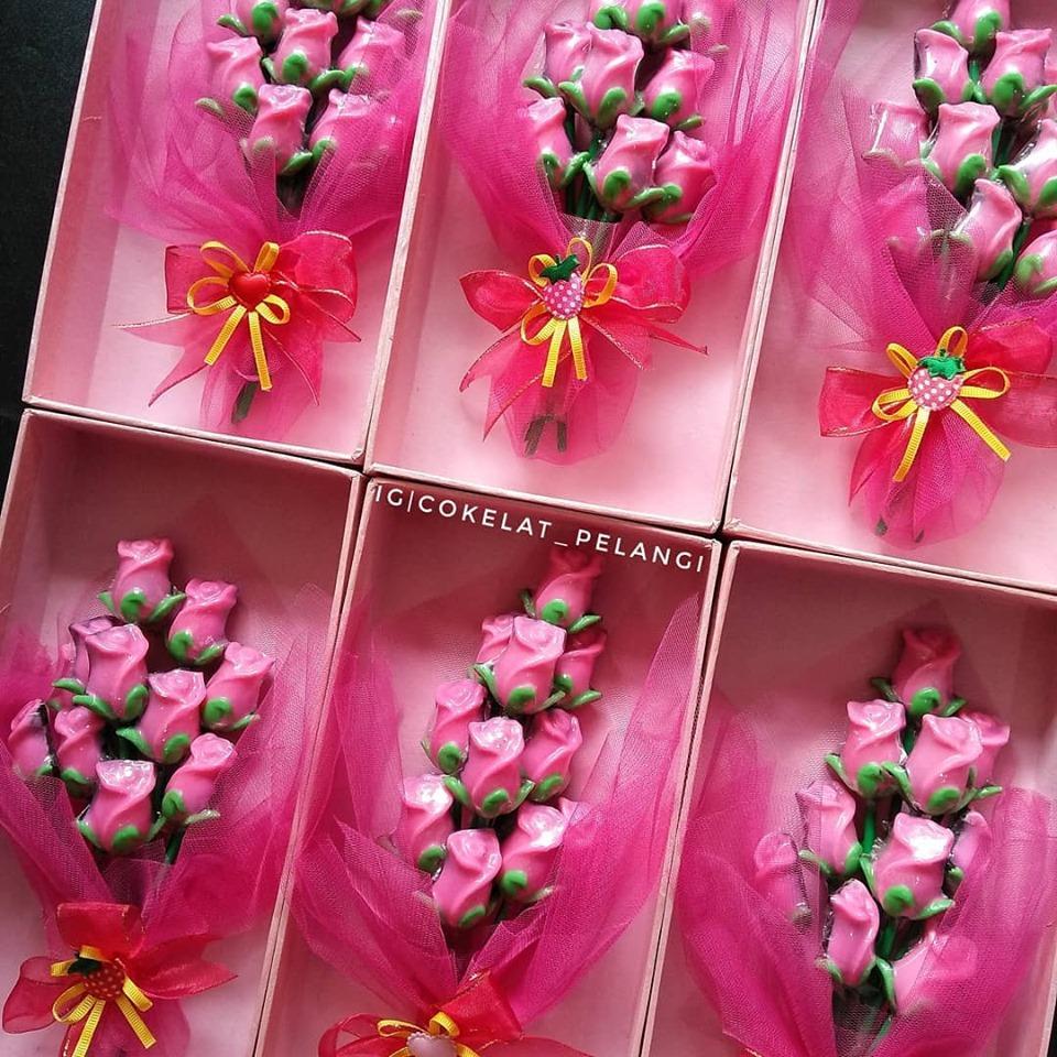 Cokelat Pelangi Box Coklat Buket Bunga Mawar Untuk Kado Hadiah Ultah Anniversary Valentine Pacar Suami Istri Sahabat Lazada Indonesia