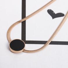 Jepang Korea berlapis 18 K Emas Mawar hitam piring bundar bentuk hati baja titanium Kalung perempuan netral emas campur model pendek kalung klavikula ornamen