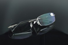 Jual 2 Kacamata Baca Titanium Alloy Hanya 2G Bingkai Perak Super Ringan Tanpa Bingkai Ultra Light Superelastic Reader Baca Lihat Dekat Buku Tv Komputer Telepon Koran Non Bulat Murah