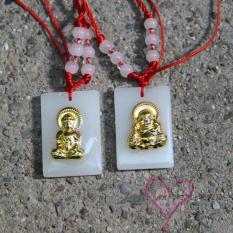Bentuk persegi Papan Tulis imitasi HE Tian Baiyu Giok Ukir Emas Dewi Kwan Im Tali merah