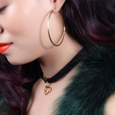 Gothic Choker Necklace untuk Wanita Hollow Heart Pendant dengan Halus Flanel Lace Retro Hadiah Natal untuk Gadis-Intl Amart