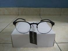 Kacamata Fashion List Hitam Trendy Kacamata Oval Gaya Korea Hit Keren 583997dcab