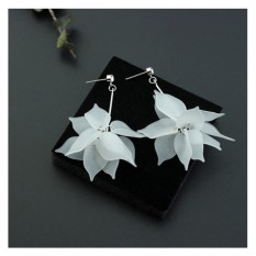 LRC Anting Tusuk Sweet Silver Color Leaf Pendant Decorated Color Matching Simple Earrings