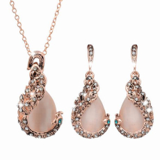 Wanita Perhiasan Kalung Anting-Anting Berlian Imitasi Kristal Merak Set