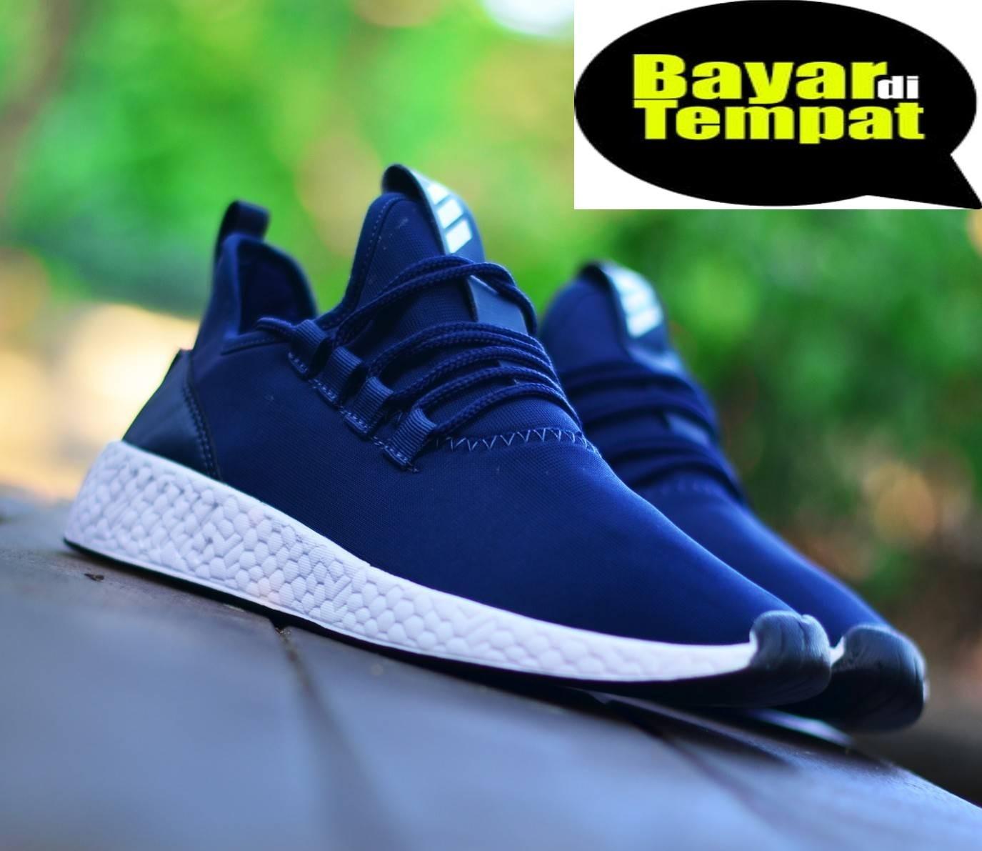Sepatu adidas99_NMD R2 men sepatu sneakers sekolah running main jalan santai men termurah