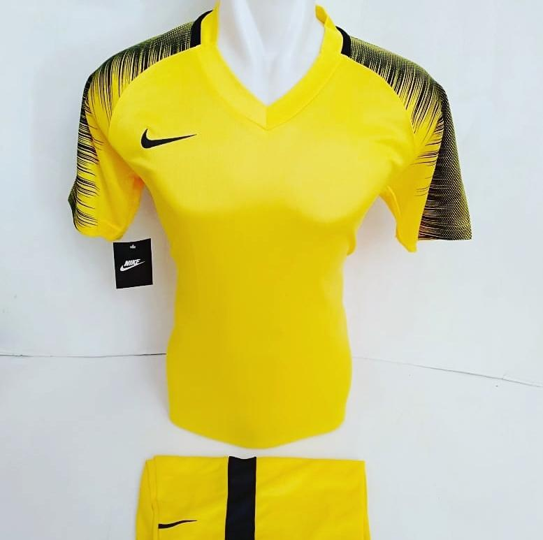 Baju Olahraga Jersey Sepak Bola Kaos Setelan Futsal / Volly / Badminton
